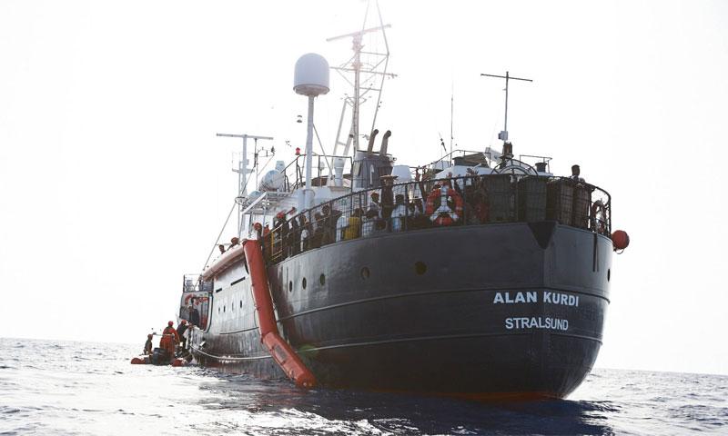 """سفينة """"آلان كردي"""" التابعة لمنظمة Sea Eye قبالة سواحل مالطا - 7 تموز 2019 (AFP)"""