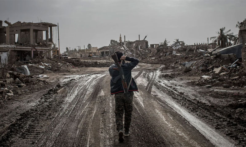مقاتل من قوات سوريا الديمقراطية في بلدة سوسة - 16 شباط 2019 (Getty)