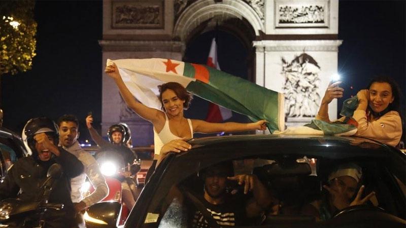 من احتفالات الجالية الجزائرية في باريس 19 تموز 2019 (فرانس 24)