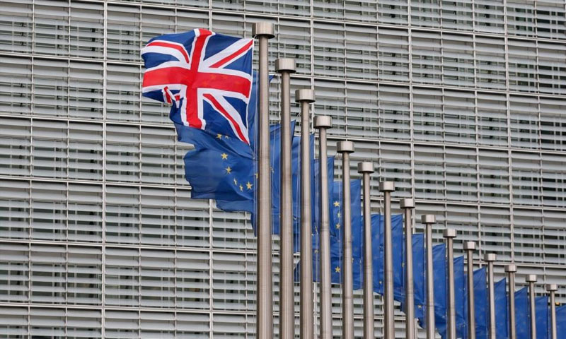 علم بريطانيا أمام مقر المفوضية الأوروبية في بروكسل (المفوضية الأوروبية)