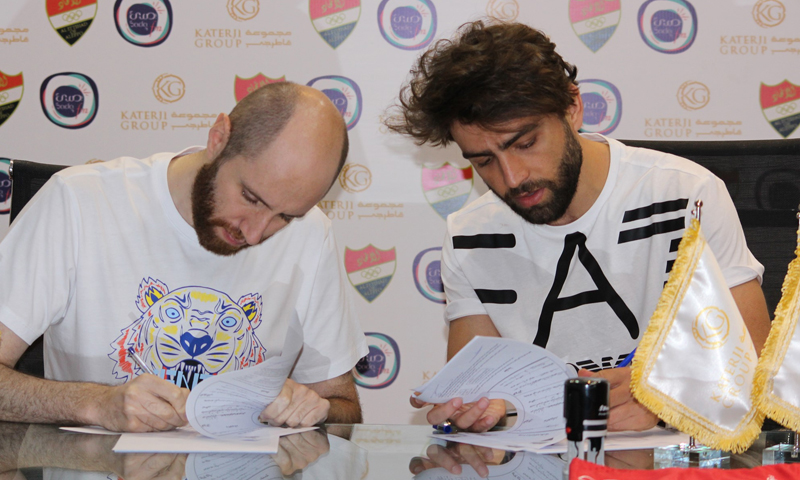 اللاعب حميدو ميدو يوقع على كشوف الانتقال إلى نادي الاتحاد السوري (نادي الاتحاد فيس بوك)