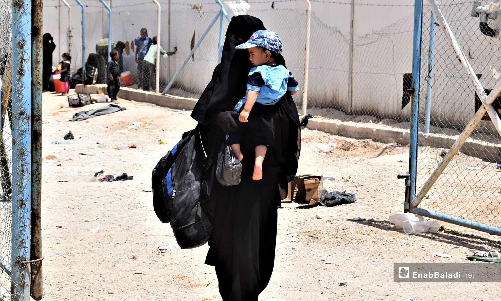 عائلات في مخيم الهول في شرق الفرات- 18 من تموز 2019 (عنب بلدي)