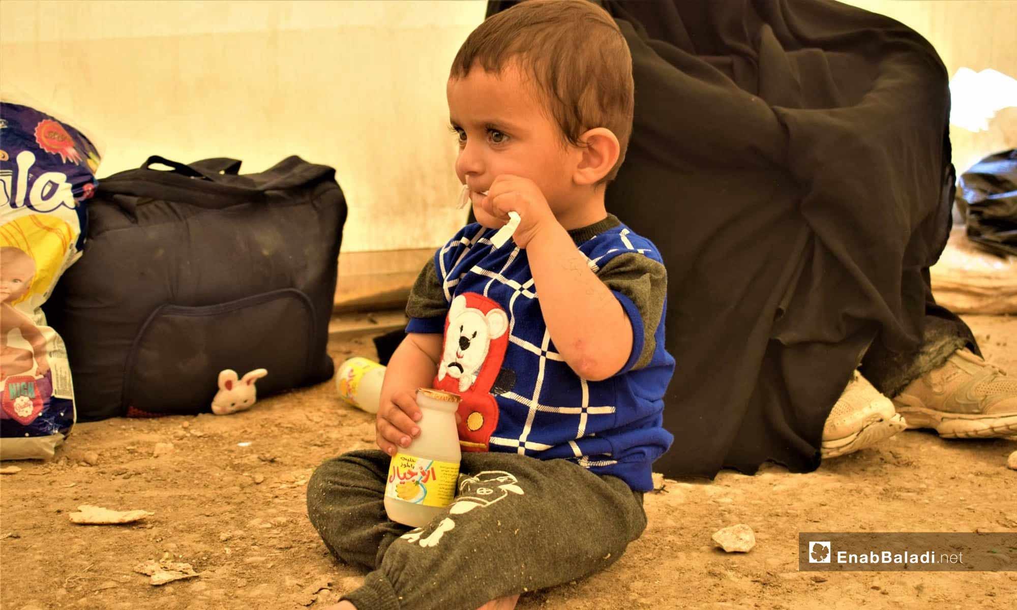 طفل في مخيم الهول في شرق الفرات- 18 من تموز 2019 (عنب بلدي)