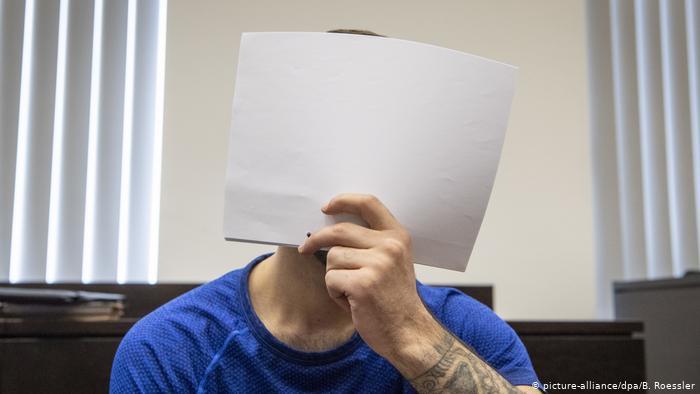 محكمة فيسبايدن الألمانية تحكم بالسجن المؤبد على لاجئ عراقي قتل مراهقة ألمانية، 2019، موقع دويتشه فيله.