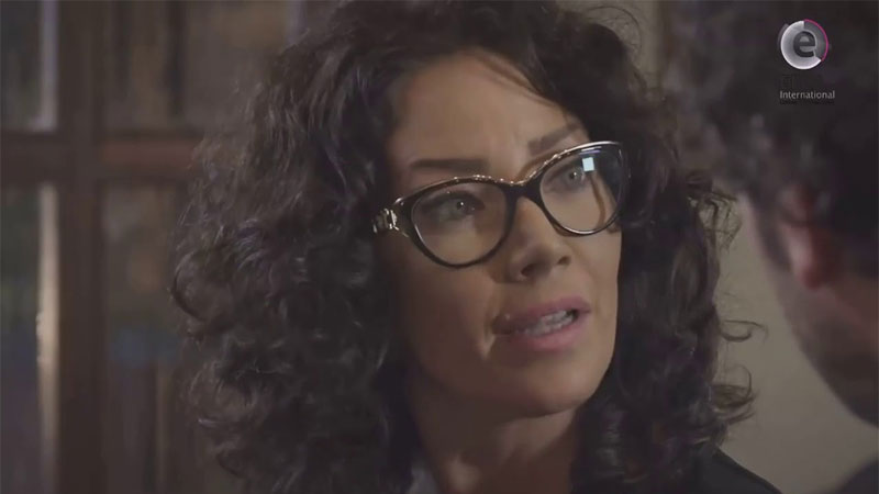 الممثلة سلاف معمار في مشهد من مسلسل قلم حمرة 2014 (يوتيوب)