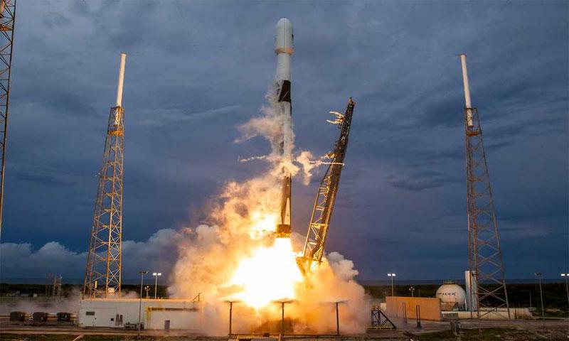 """إطلاق القمر الصناعي """"عاموس -17"""" من فلوريدا في الولايات المتحدة الأمركيية - 7 آب 2019 (SpaceX)"""