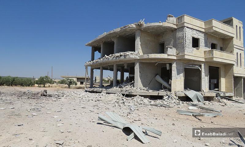 آثار قصف الطيران الروسي بلدة معرتحرمة في ريف إدلب - 12 من آب 2019 (عنب بلدي)