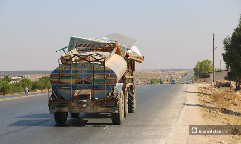 نزوح أهالي ريف إدلب الجنوبي إلى الشمال السوري بسبب القصف - 13 من آب 2019 (عنب بلدي)