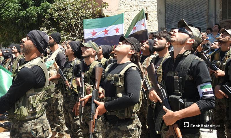 مراسم رفع علم الثورة السورية خلال مظاهرة في مدينة مارع بريف حلب الشمالي - 9 من آب 2019 (عنب بلدي)