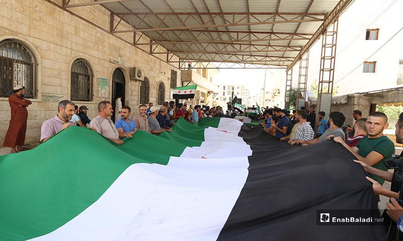 مظاهرة في مدينة سرمدا لمناصرة الثوار وتنديدًا بجرائم النظام ورسيا في ريف إدلب - 16 من آب 2019 (عنب بلدي)
