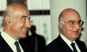 رجل الأعمال السوري يوسف صفرا مع أخيه إيدموند - 1991 (Moshe Shai/FLASH90)