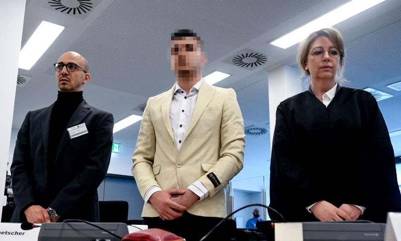 اللاجئ السوري علاء شيخي ماثلًا أمام القضاء الألماني بتهمة قتل دانيال هيلينغ - آذار 2019 (دير شبيغل)