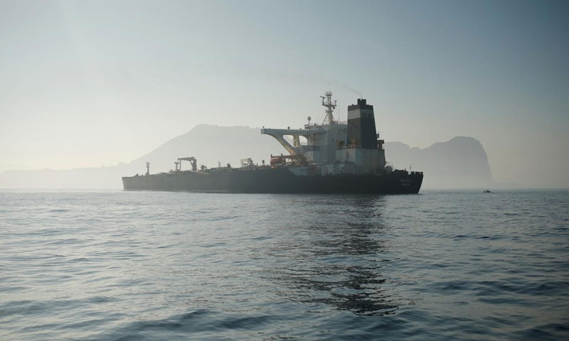 """الناقلة الإيرانية """"غريس 1"""" قبالة سواحل جبل طارق - 15 آب 2019 (رويترز)"""