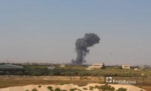دخان متصاعد من موقع تعرض لقصف لطيران التحالف في ريف إدلب - 31 من آب 2019 (عنب بلدي)