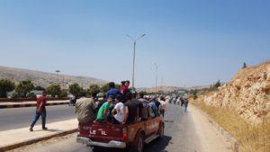 متظاهرون يتجهون إلى معبر باب الهوى الحدودي - 30 من آب 2019 (فيس بوك)