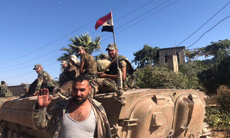 عناصر من قوات النظام السوري في قرية الزكاة بريف حماة (oleg blokhin)
