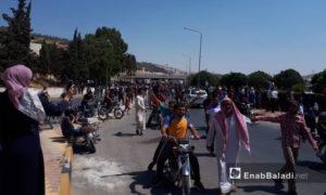 متظاهرون يقتحمون معبر باب الهوى االحدودي مع تركيا - 30 من آب 2019 (عنب بلدي)