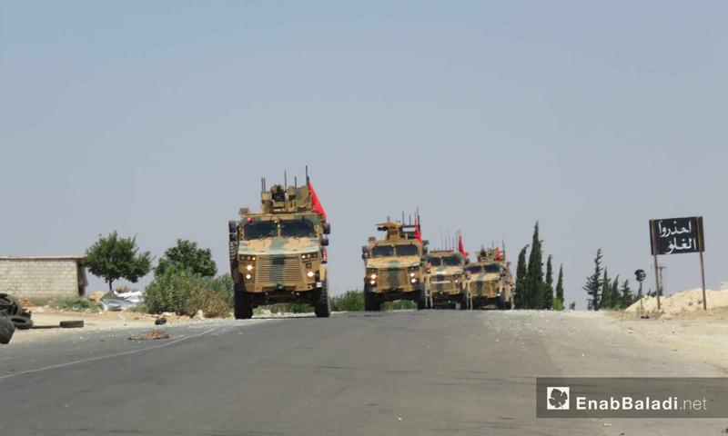 توقف رتل تركي بالقرب من قرية معرحطاط جنوب معرة النعمان في إدلب بعد استهدافه من قبل قوات النظام السوري- 19 من آب 2019 (عنب بلدي)