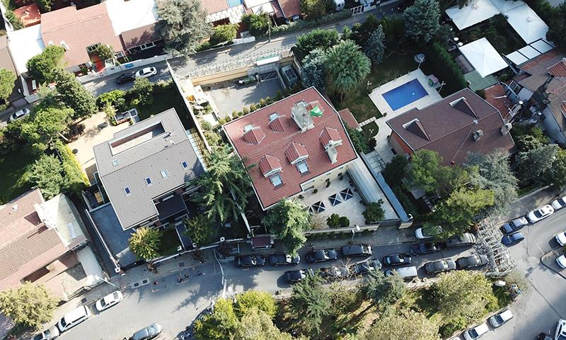 صورة جوية لمبنى القنصلية ومحيطه (DHA)