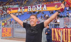 مشجع لنادي روما الإيطالي (روما تويتر)