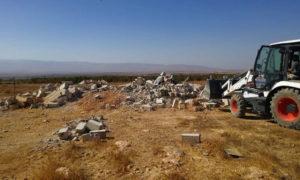 هدم أبنية للاجئين سوريين في منطقة القاع اللبنانية (الوكالة الوطنية للإعلام)