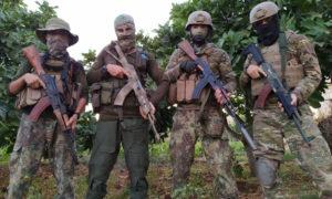 مقاتلون في ريف إدلب بعد انتهاء تدريباتهم من قبل ملحمة تاكتيكال - (حساب الملحمة عبر تلغرام)