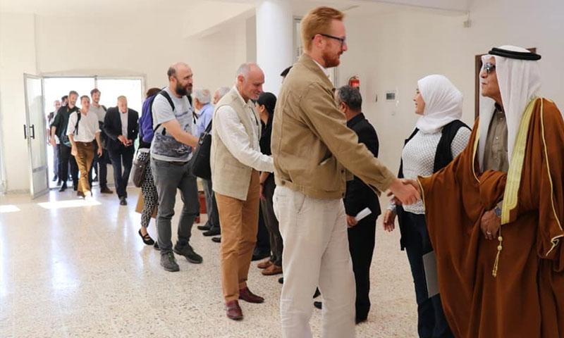 وفد بريطاني يلتقي سياسيين في مجلس سوريا الديمقراطية في عين عيسى شمالي الرقة - 17 من أيلول 2019 (مجلس سوريا الديمقراطية)