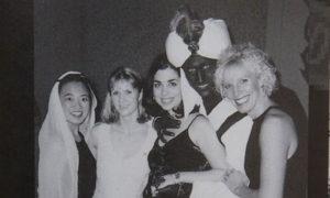 رئيس الوزراء الكندي جاست ترودو وهو في حفلة تنكرية يرتدي الزي العربي ويضع مكياجًا بني اللون - 2001 (TIME)