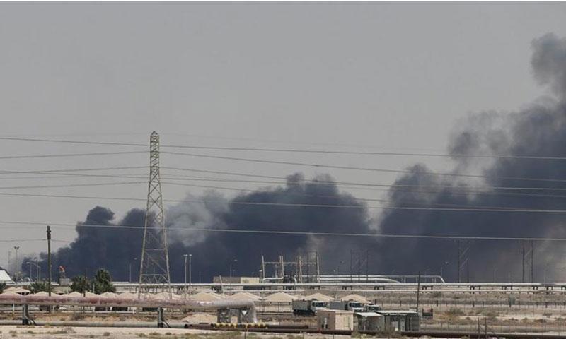 حريق في منشأة بقيق النفطية قرب الدمام في السعودية - 14 من أيلول 2019 (رويترز)