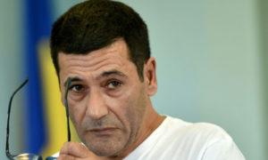 الفرنسي الإسرائيلي جيلبيرت شيكلي في قبضة السلطات الفرنسية (AFP)