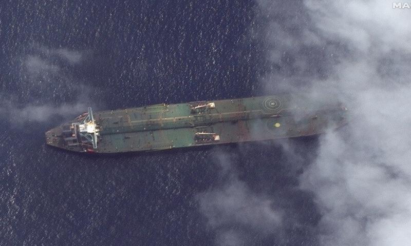 """صور جوية لناقلة النفط الإيرانية """"أدريان داريا-1"""" قرب السواحل السورية (MAXAR)"""