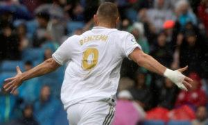 مهاجم نادي ريال مدريد كريم بنزيما يقود فريقه للفوز على ليفاني (AFP)