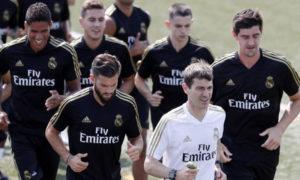 المعد البدني جريجوري دوبونت رفقة ريال مدريد الإسباني في شهر تموز الماضي (صحيفة الآس الإسبانية)