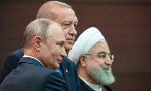 الرؤساء حسن روحاني من إيران، طيب أردوغان من تركيا وفلاديمير بوتين من روسيا يلتقطون صورة بعد مؤتمر صحفي في أنقرة - 16 من أيلول 2019 (رويترز)