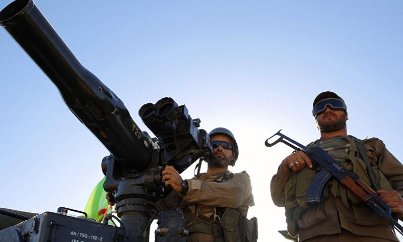 """عناصر من """"حزب الله"""" اللبناني برفقة مضاد دروع (AP)"""