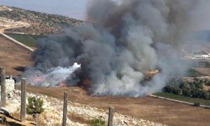 الدخان المتصاعد من أثار القصف الإسرائيلي لقرية مارون الراس الحدودية- 1 من أيلول 2019 (AP)