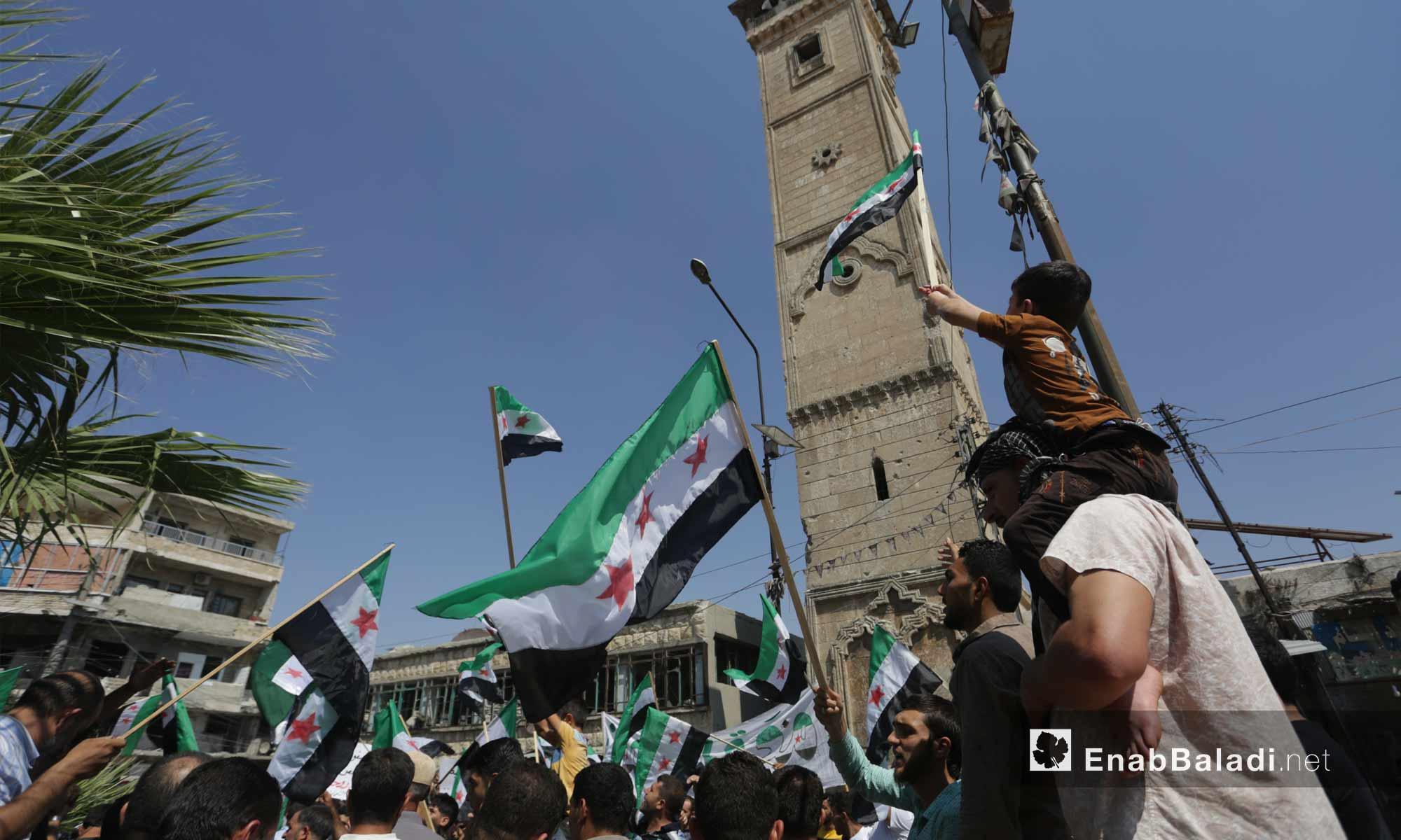 متظاهرون في معرة النعمان بريف إدلب يرفضون اتفاق سوتشي ويطالبون بإسقاط النظام السوري- 6 من أيلول 2019 (عنب بلدي)