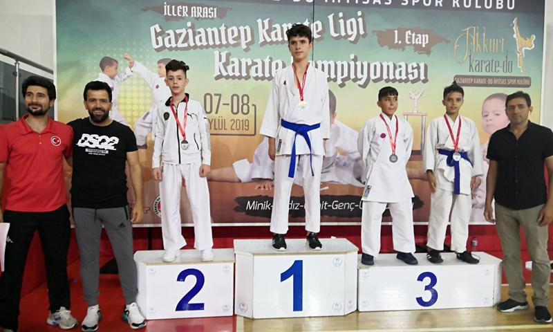 لاعبون سوريون يحصدون عدة ميداليات في بطولة الدوري التركي لرياضة الكارتيه (الهيئة السورية للرياضة والشباب)