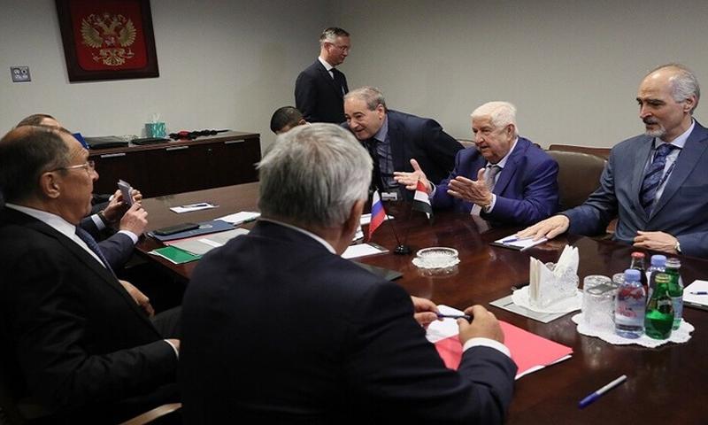 وزير الخارجية السوري وليد المعلم في لقاء مع نظيره الروسي سيرجي لافروف (سبوتنيك)