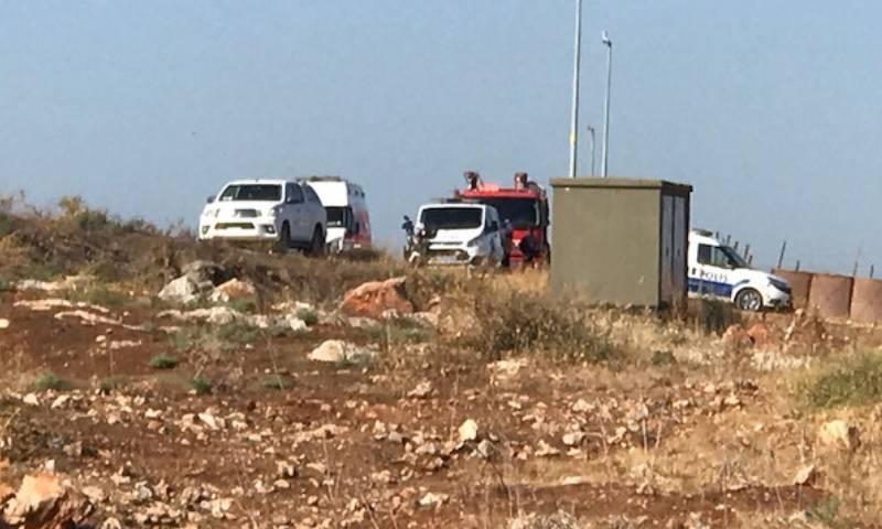 سيارات شرطة وإسعاف في محيط حادثة انقلاب سيارة كانت تقل مهاجرين في ال2ريحانية جنوبي تركيا - 24 أيلول 2019 (يني شفق)