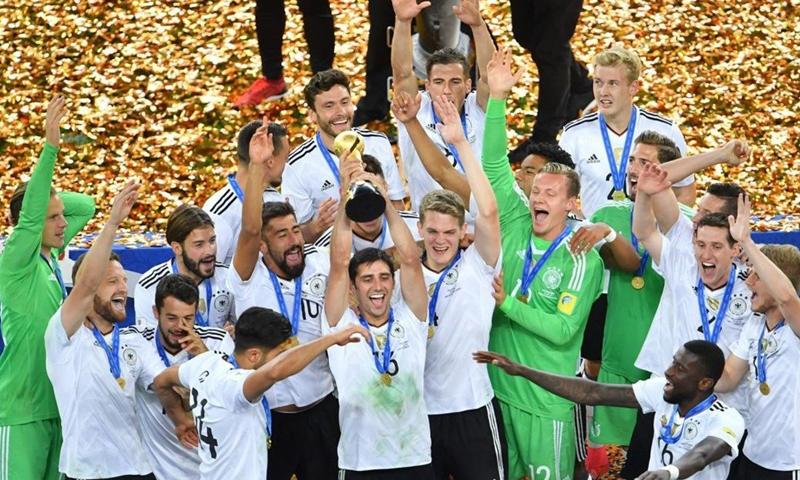 المنتخب الألماني يتوج بكأس القارات في روسيا 2017 (AFP)