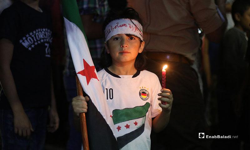 مظاهرة مسائية في مدينة بنش نصرة للثورات العربية في العراق ومصر - 6 من تشرين الأول 2019 (عنب بلدي)