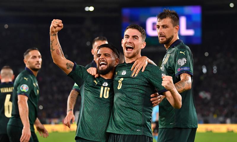 لاعبو المنتخب الإيطالي يحتفلون بتأهلهم إلى نهائيات أمم أوروبا 2020 (المنتخب الإيطالي تويتر)