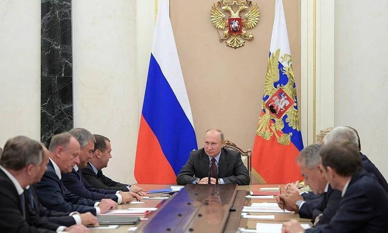 بوتين يجتمع مع الأعضاء الدائمين في مجلس الأمن الروسي (تاس)