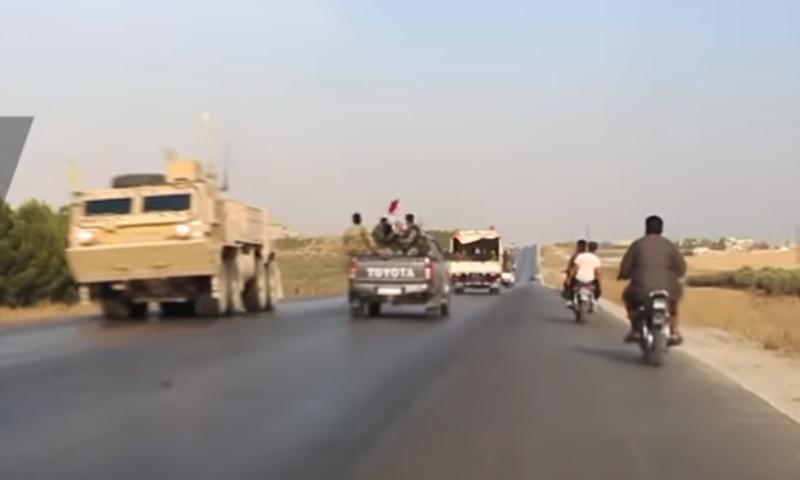 دورية للقوات الأمريكية تلتقي بسيارة لقوات النظام السوري على طريق منبج- (Ruplty)