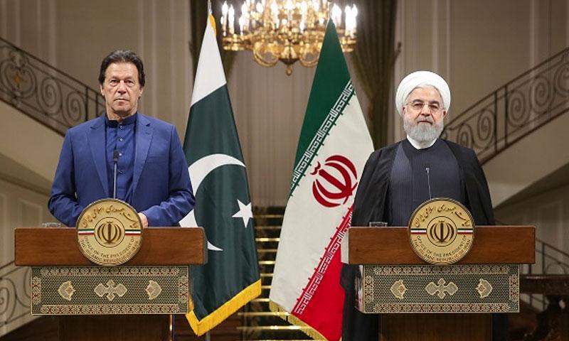 الرئيس الإيراني حسن روحاني ورئيس الوزراء الباكستاني عمران خان (iqna.ir)