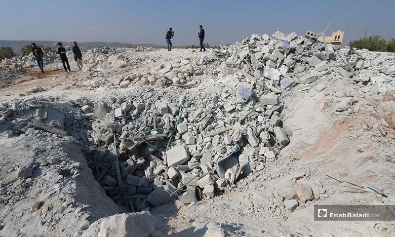 """مكان عملية الإنزال الجوية الأمريكية التي أعلنت مقتل زعيم تنظيم """"الدولة الإسلامية"""" أبو بكر البغدادي في منطقة باريشا بريف إدلب الشمالي (عنب بلدي)"""