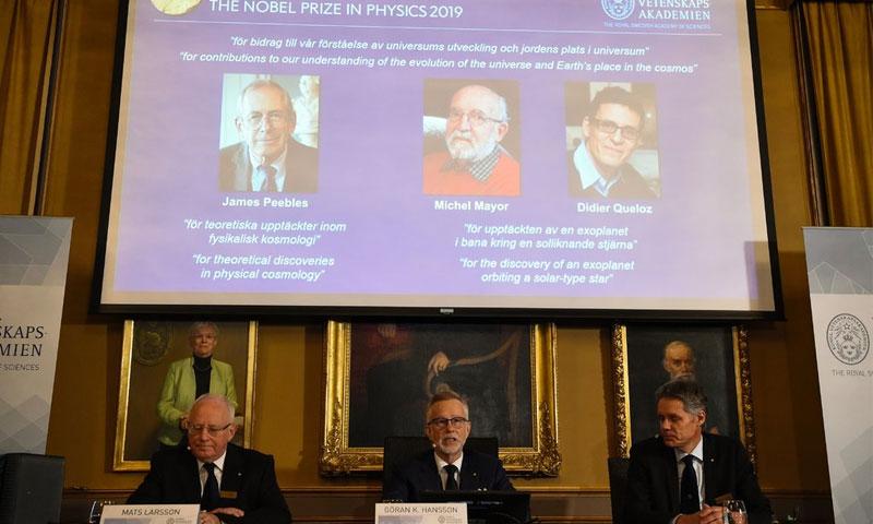 الإعلان عن الفائزين بجائزة نوبل للفيزياء - 8 تشرين الأول 2019 (AFP)