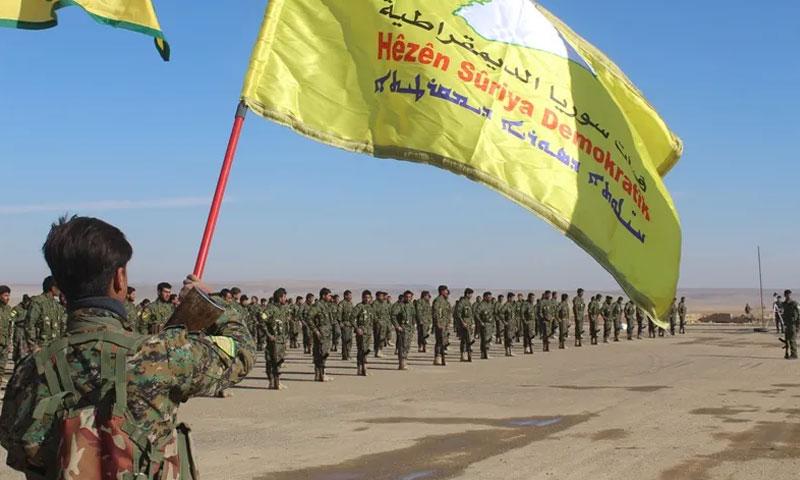 """تخريج دفعة لـ""""قوات سوريا الديمقراطية"""" (رويترز)"""
