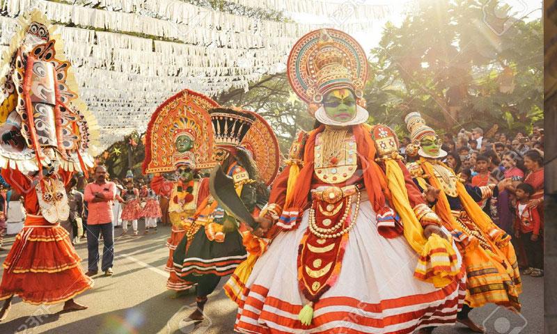احتفال شعبي في مدينة كوتشي الهندية (Dmytro Gilitukha)